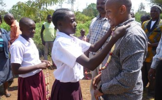 Deo accepting a gift of gratitude from students at Rau River Primary School.