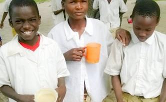 Students with breakfast porridge.